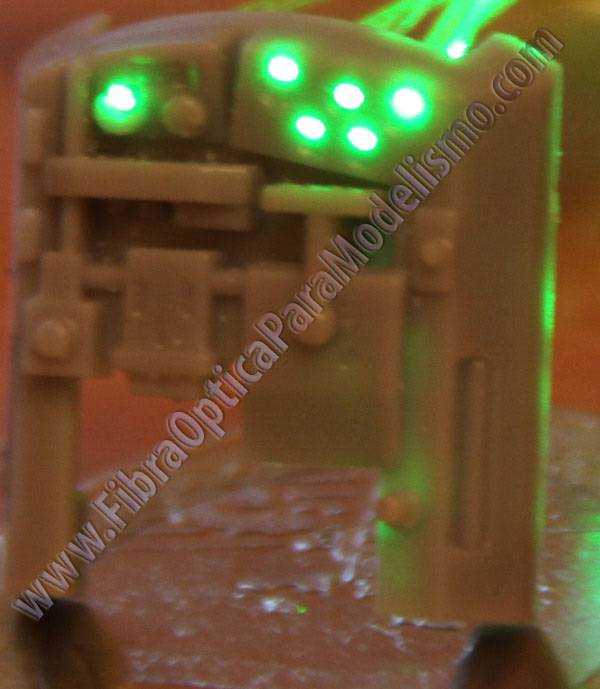 pieza de la cabina del Slave I de Finemolds con la fibra optica iluminada